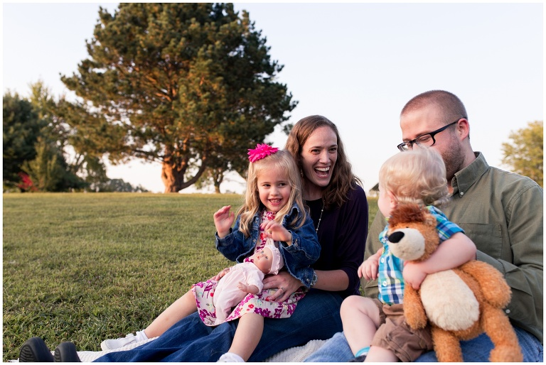 family laughing together during family photos at Wildcat Creek Reservoir Park in Kokomo Indiana