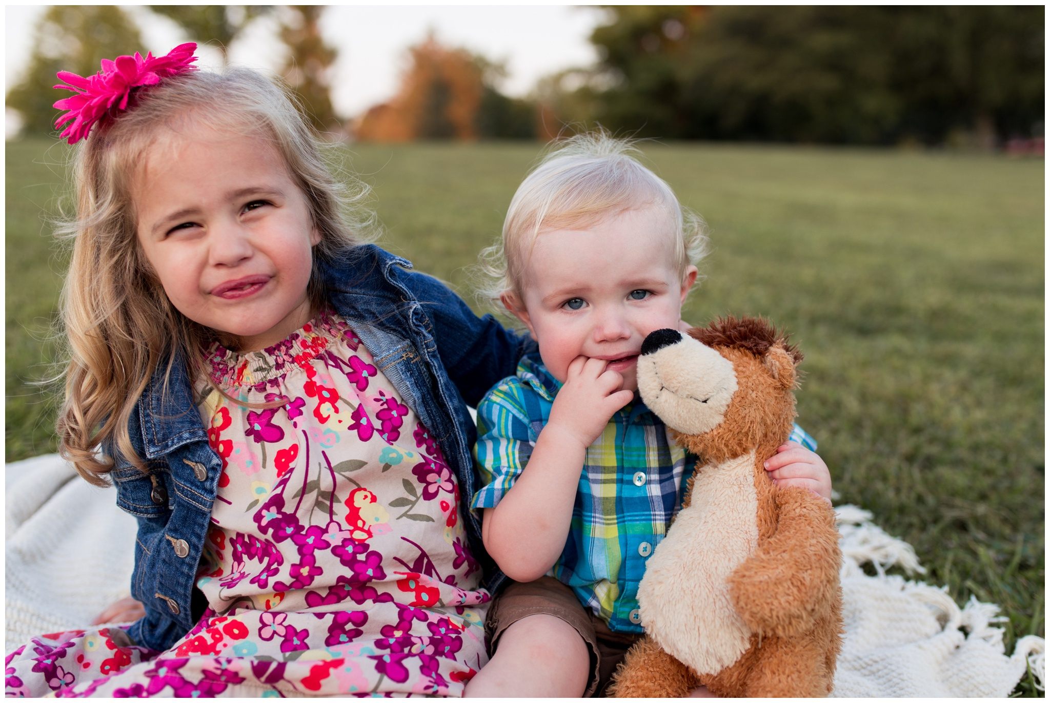 sister and brother pose for family portraits at Wildcat Creek Reservoir Park in Kokomo Indiana