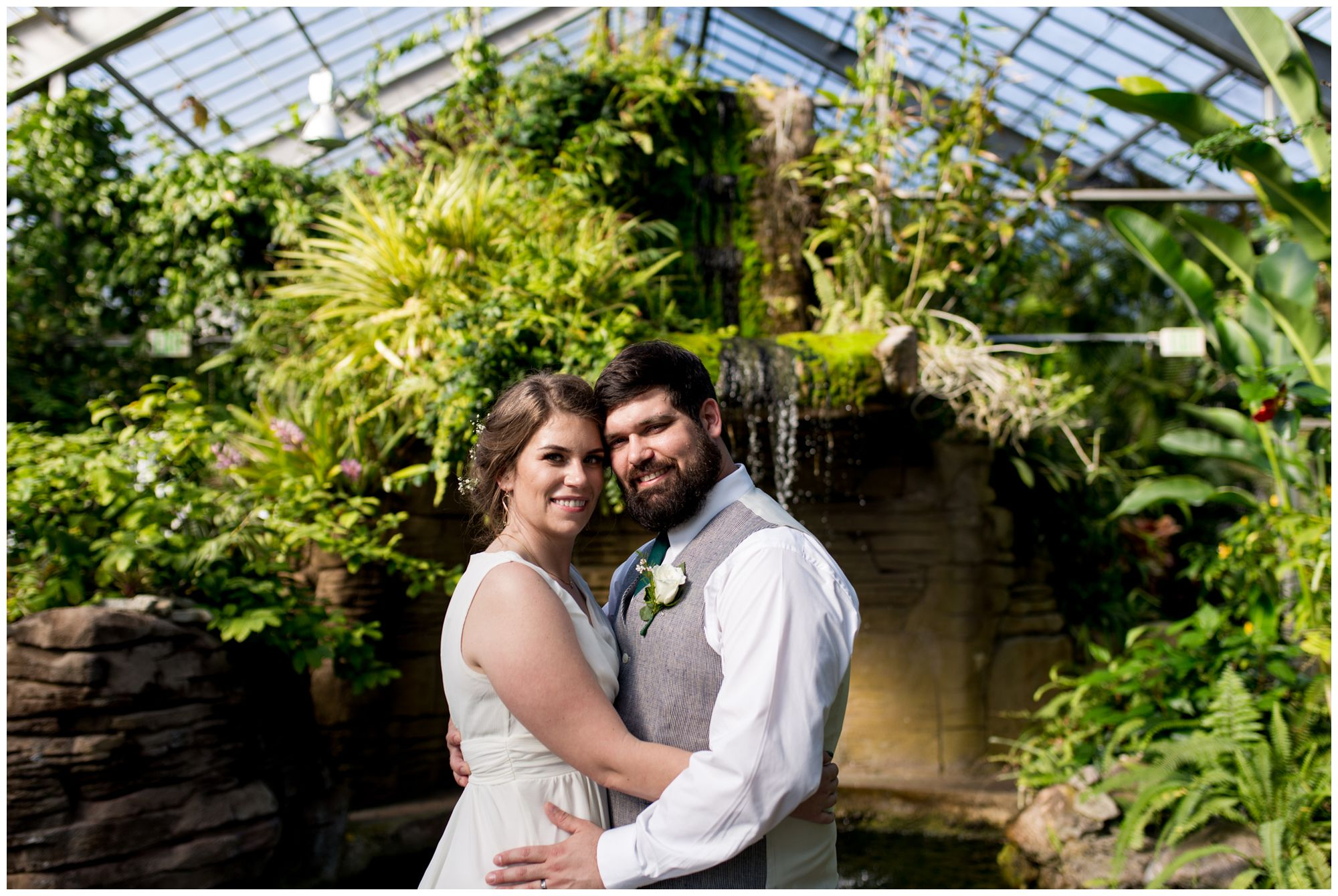 bride and groom wedding photos at Garfield Park Conservatory in Indianapolis
