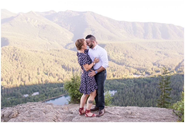 Rattlesnake Ledge engagement session // Seattle Washington wedding photographer