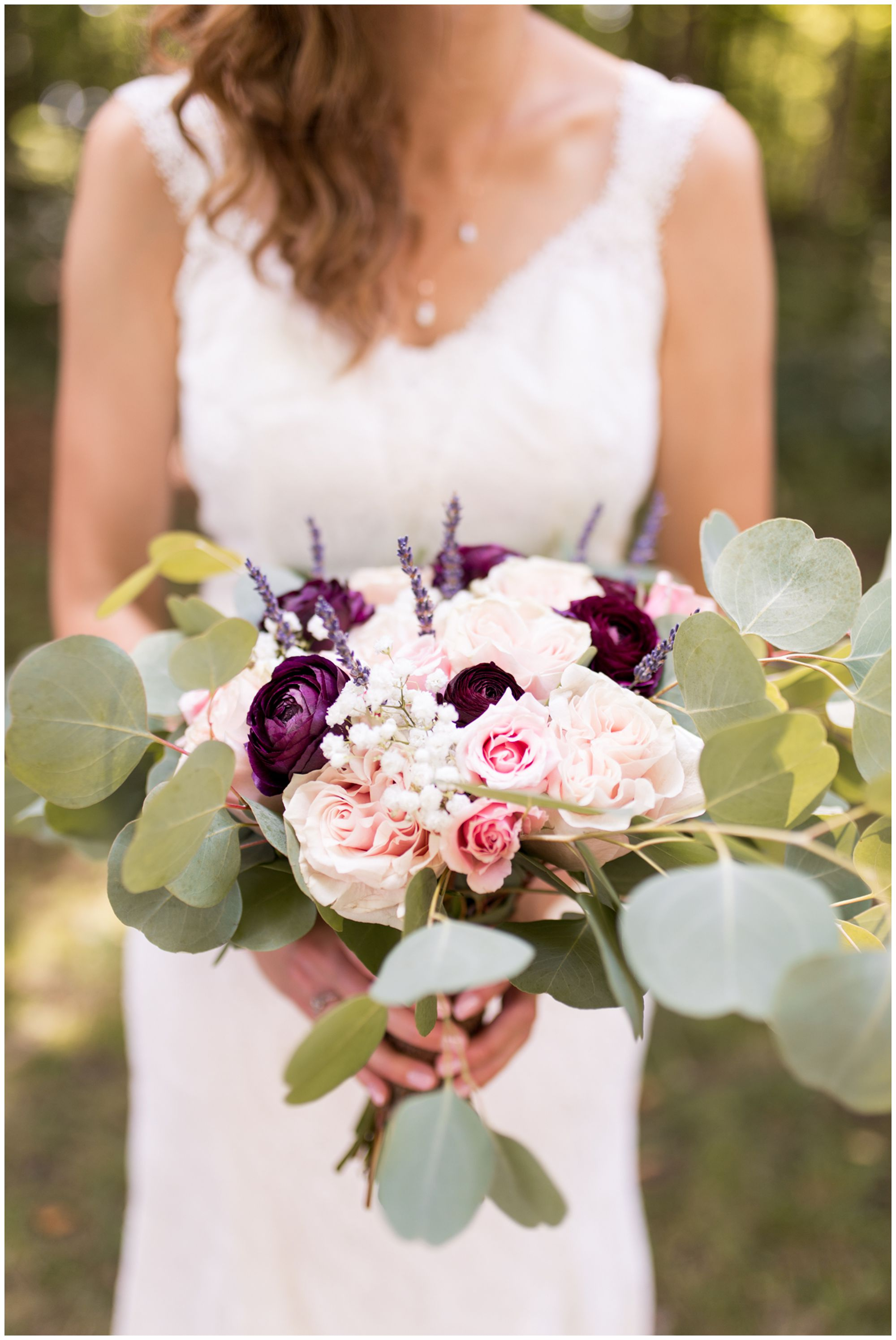 close up of bride Tabea's bouquet