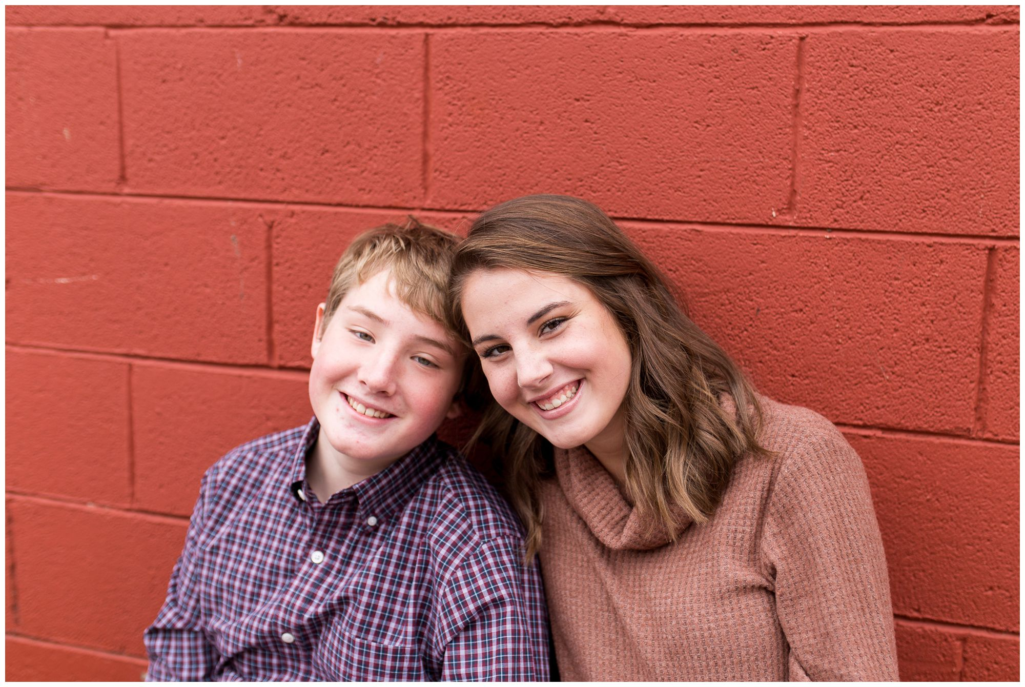 brother and sister downtown Zionsville family photographer