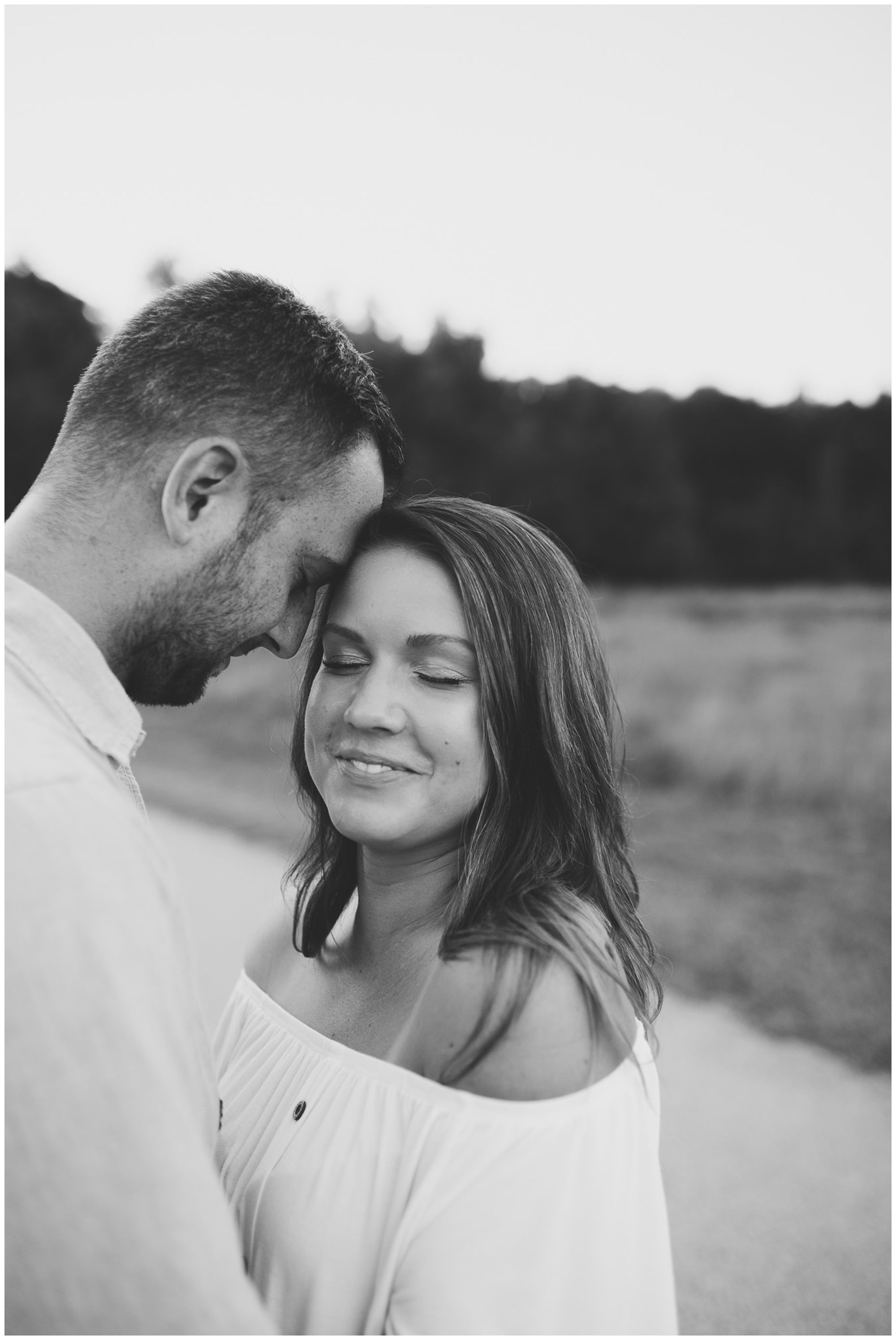 Metea County Park engagement session in Fort Wayne Indiana
