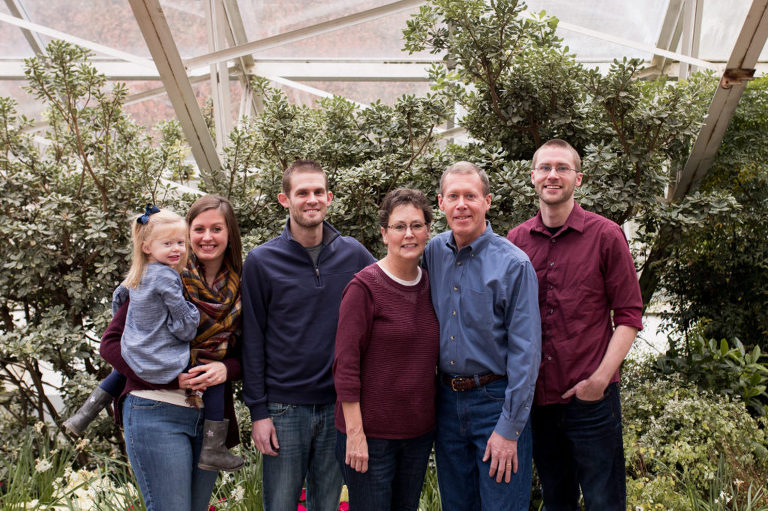extended family session at Foellinger-Freimann Botanical Conservatory in Fort Wayne Indiana