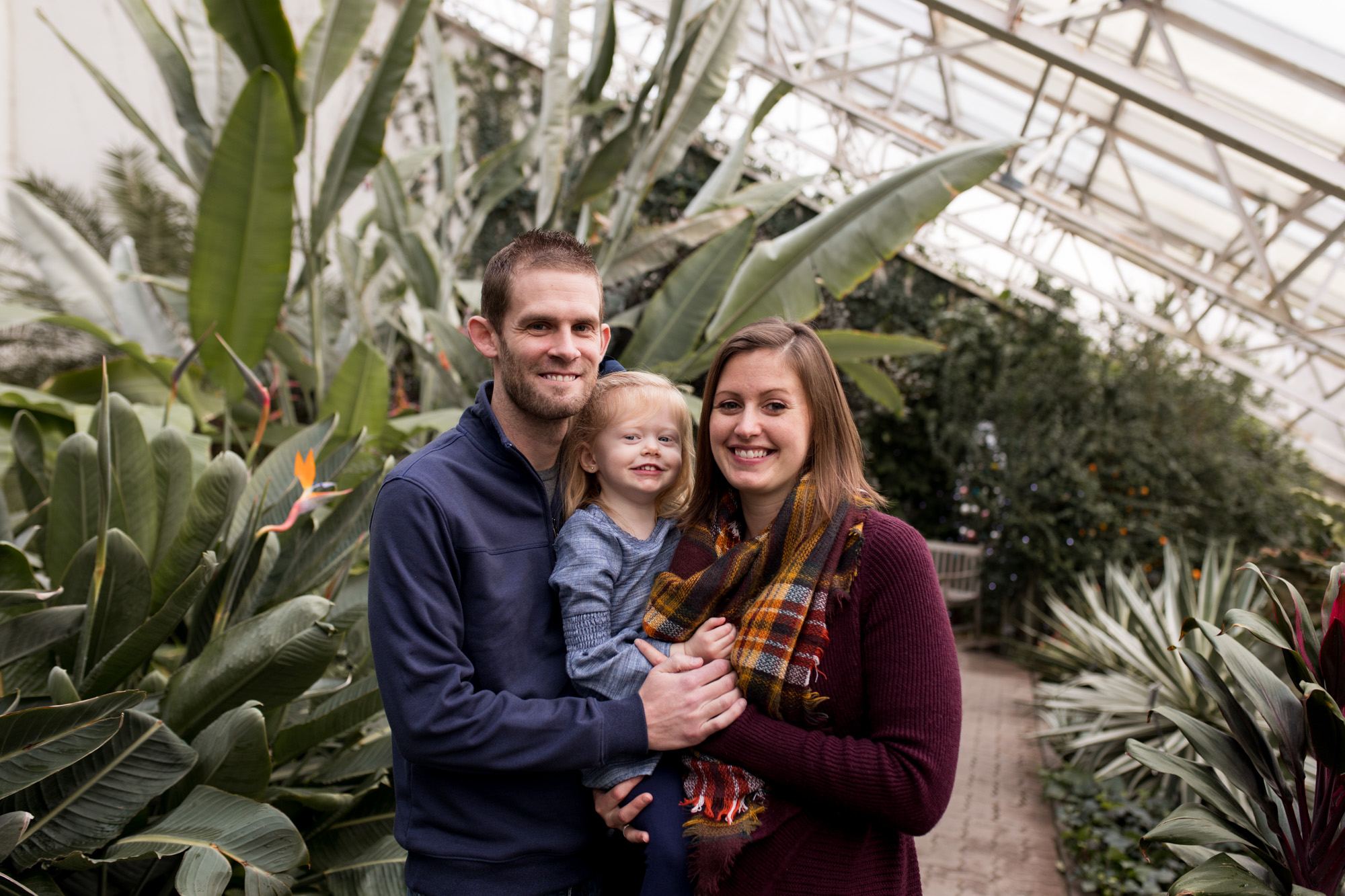 mom, dad, and daughter during Foellinger-Freimann Botanical Conservatory family session in Fort Wayne