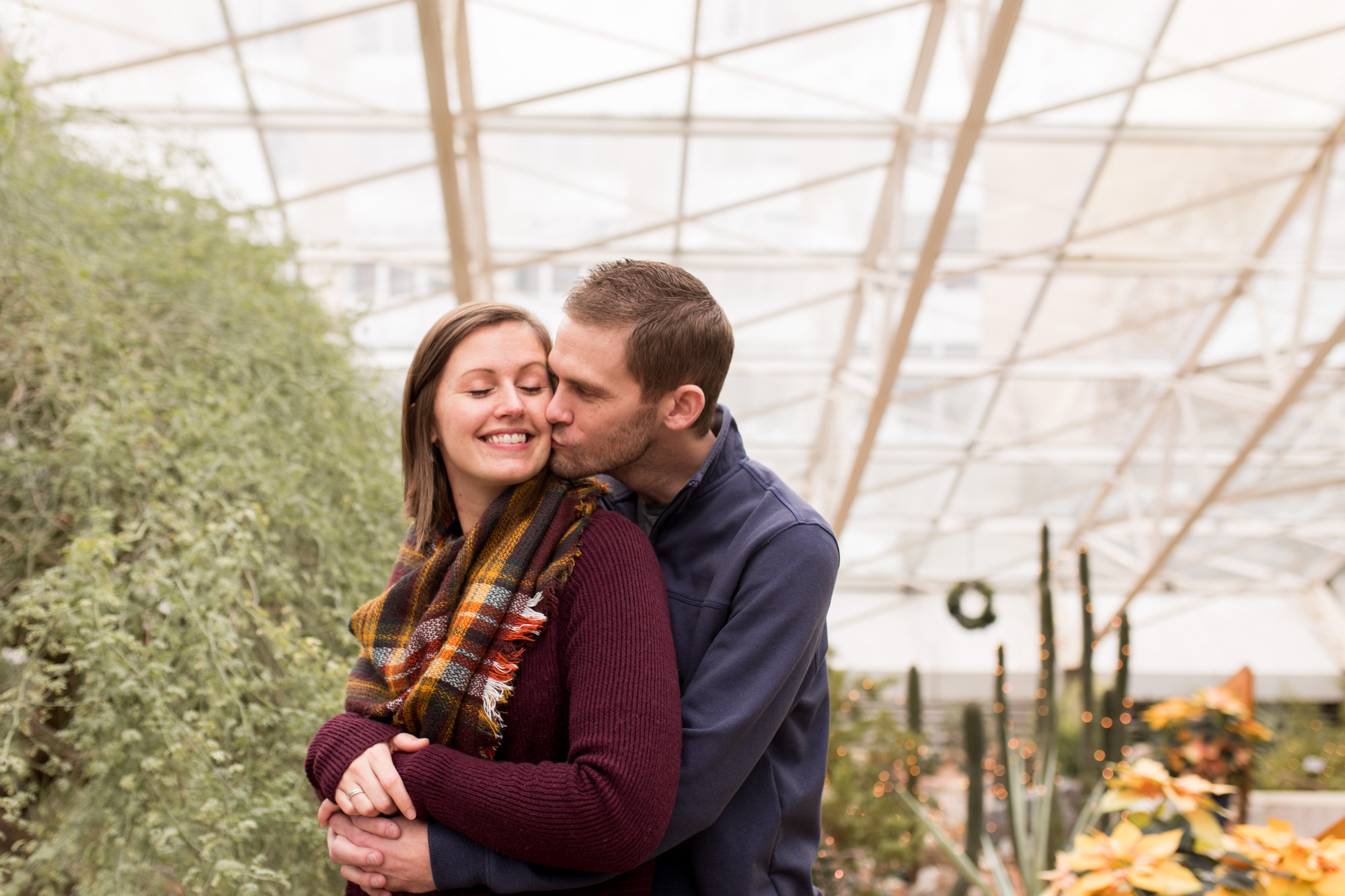 Fort Wayne family photographer session at Foellinger-Freimann Botanical Conservatory