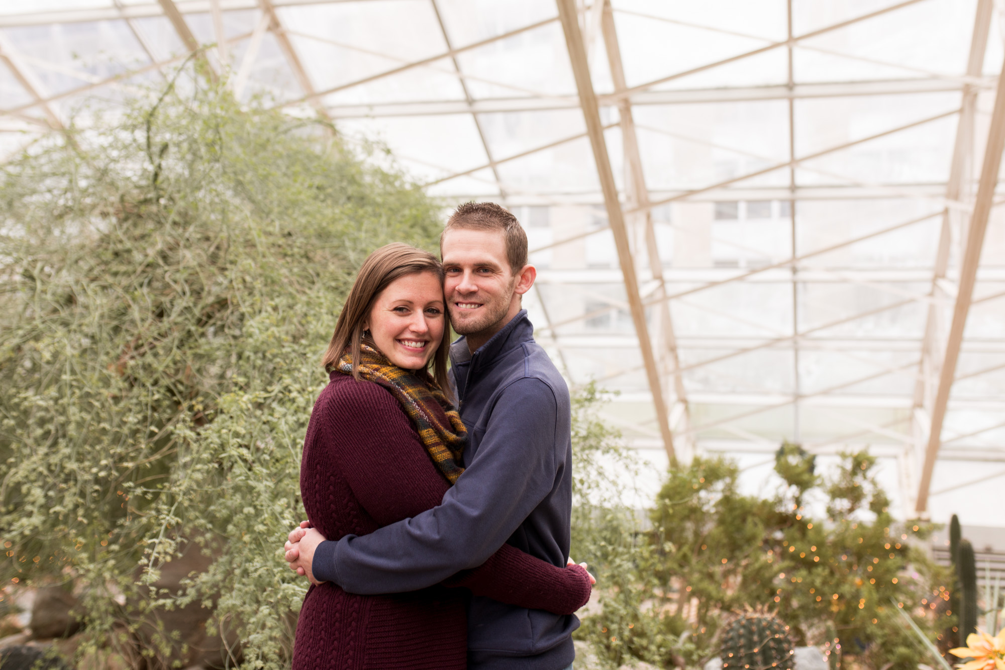 family photographer session at Foellinger-Freimann Botanical Conservatory in Fort Wayne Indiana