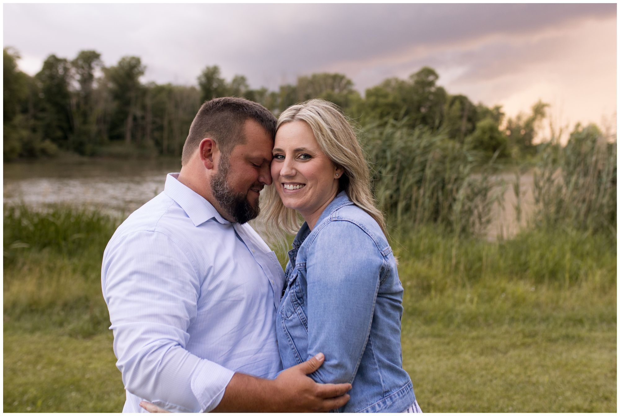 couple snuggles close during Kokomo Indiana family session