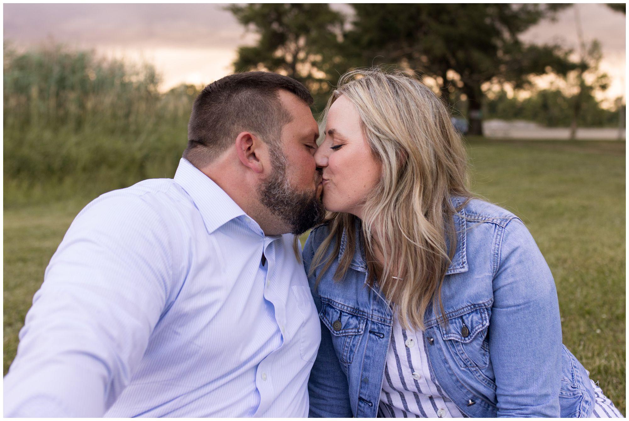couple kissing during Kokomo Indiana family session