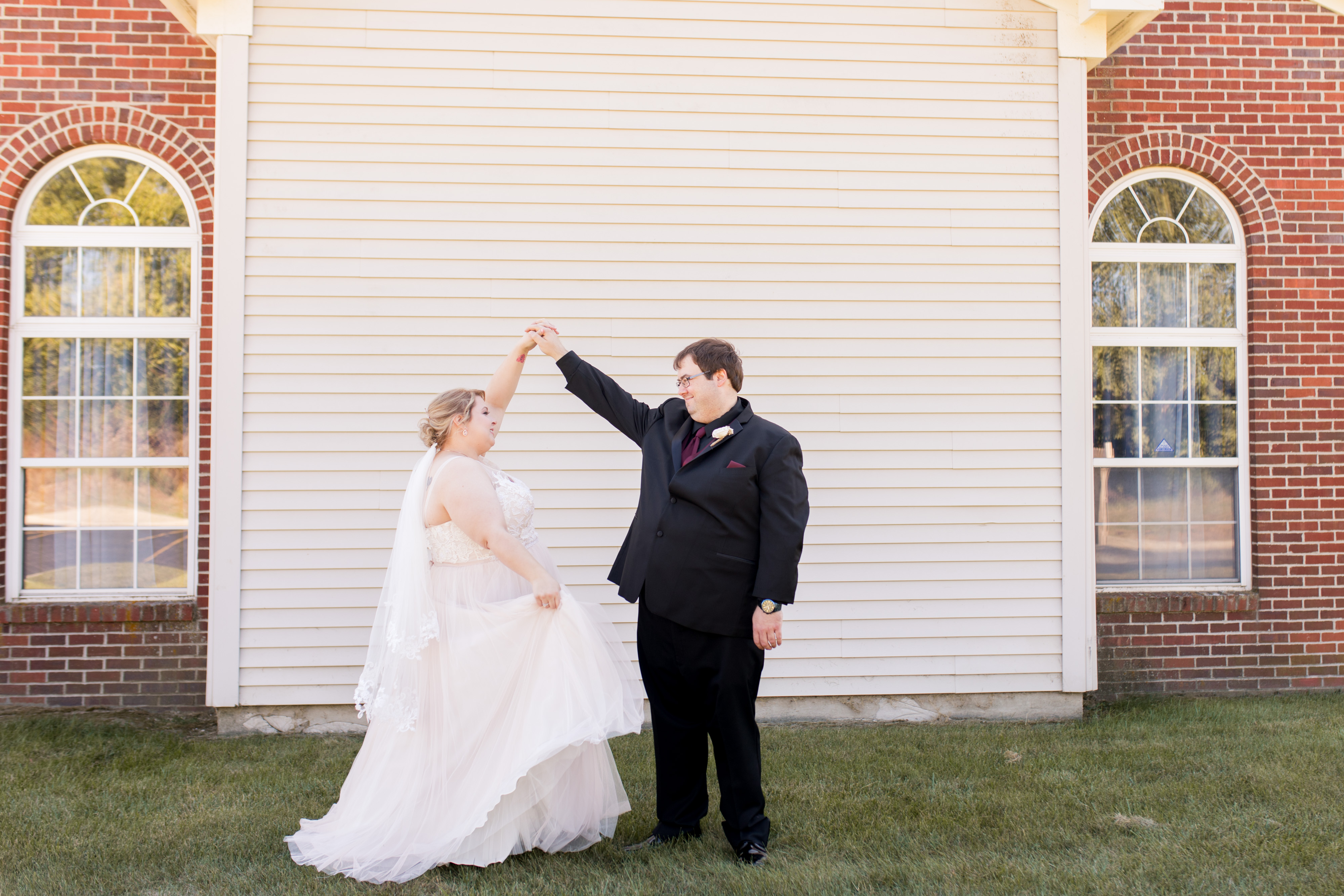 bride and groom dance before Kokomo Indiana wedding