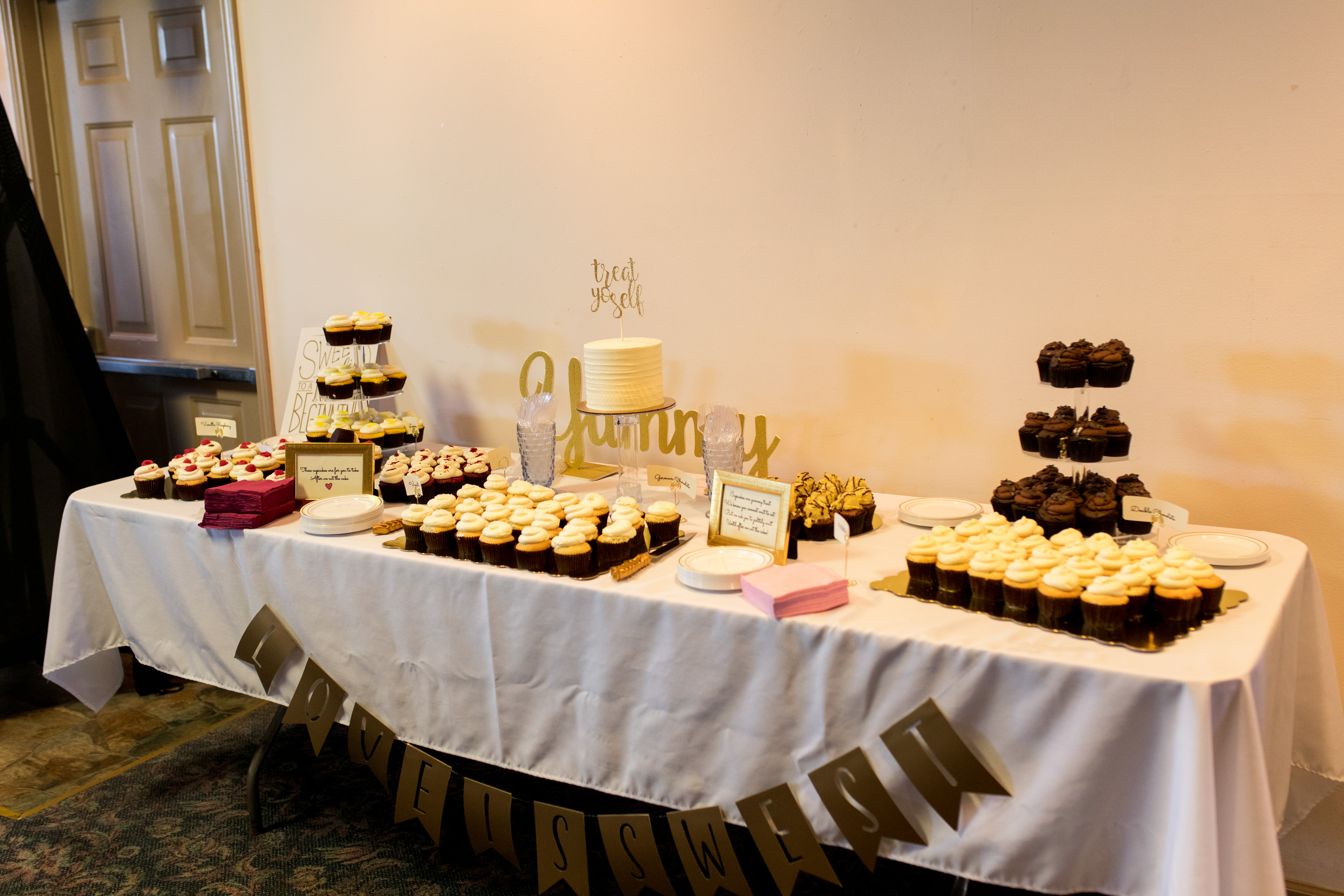 wedding cupcakes from Indulgence Bakery in Kokomo Indiana