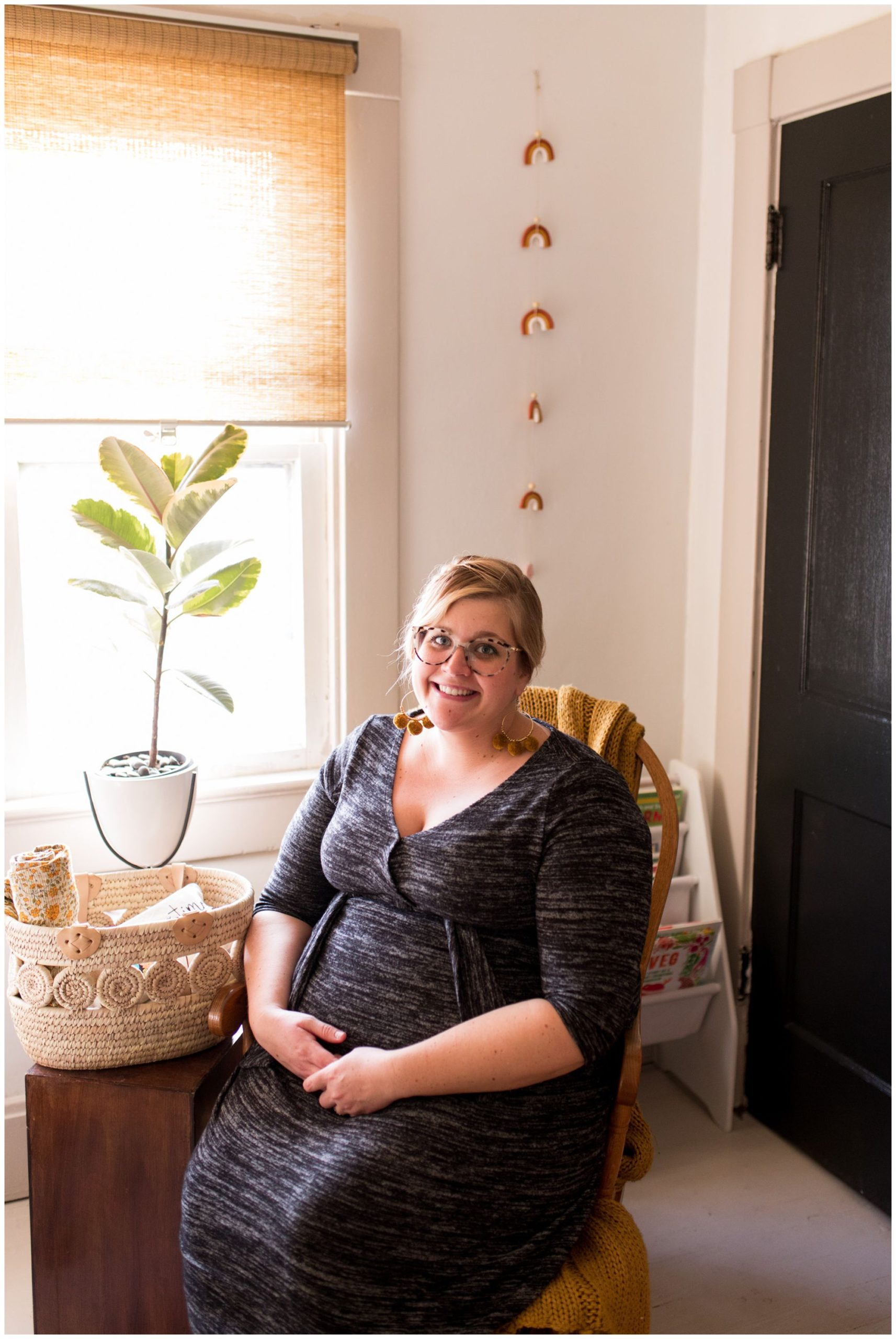in home maternity session in Indianapolis
