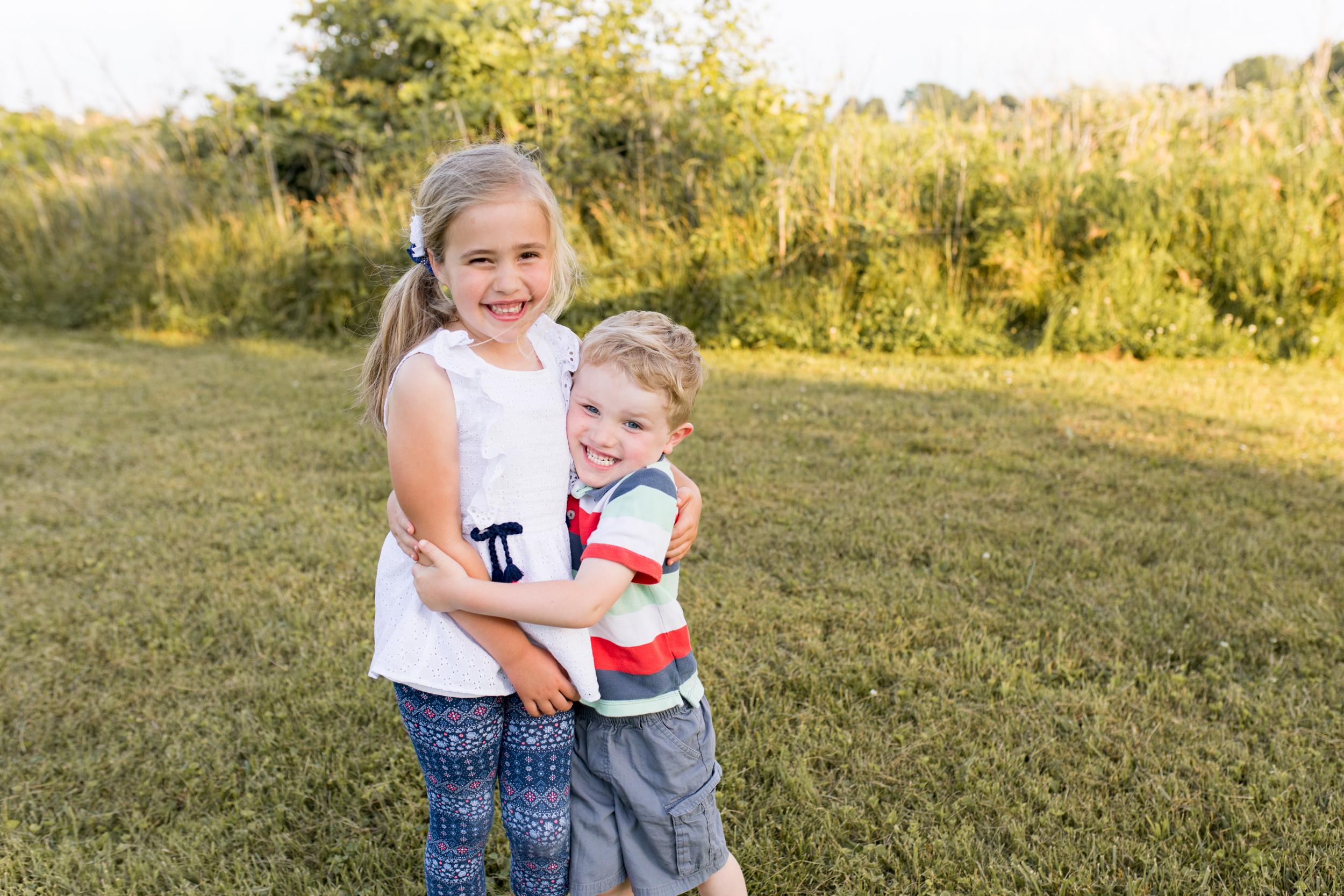 sister and brother hug during Kokomo family session