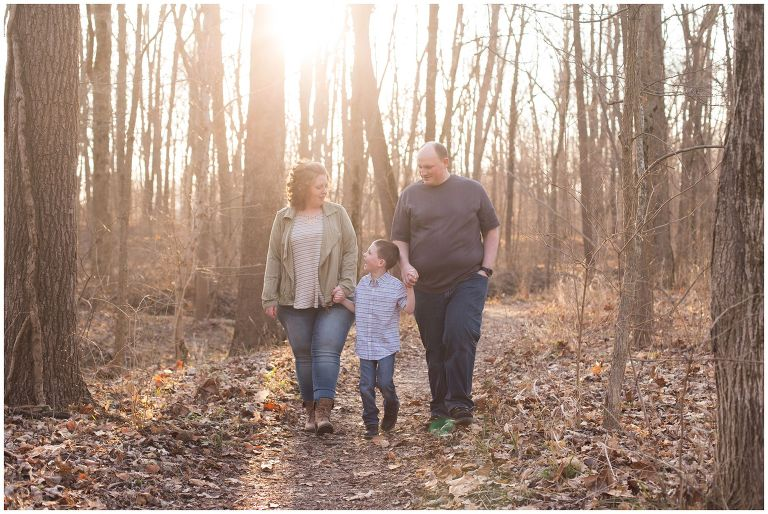 Kokomo Indiana outdoor family session in woods